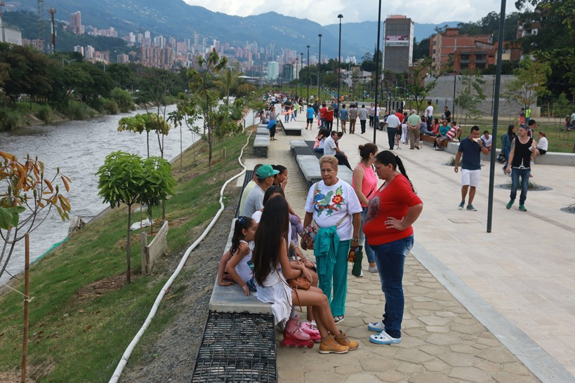 A completed segment of the Medellín River Parks project