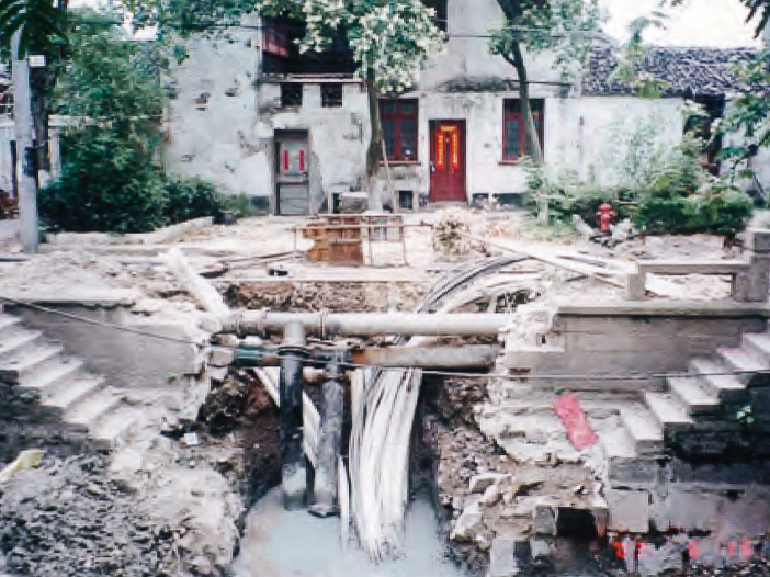 Utilities pipes installation in Pingjiang Historic District